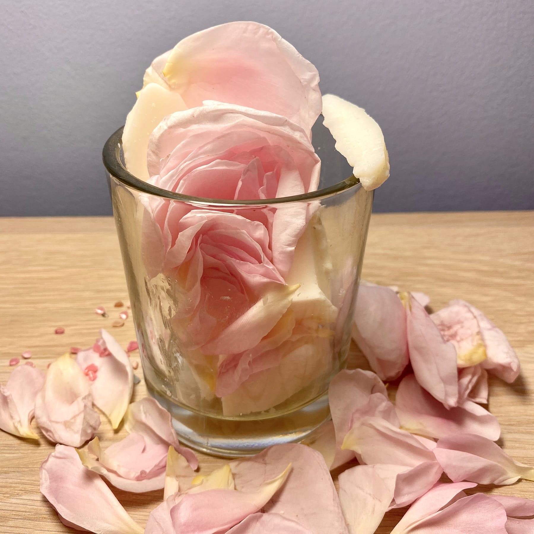 Nur für kurze Zeit: Rosengarten-Kerze für die Selbstliebe